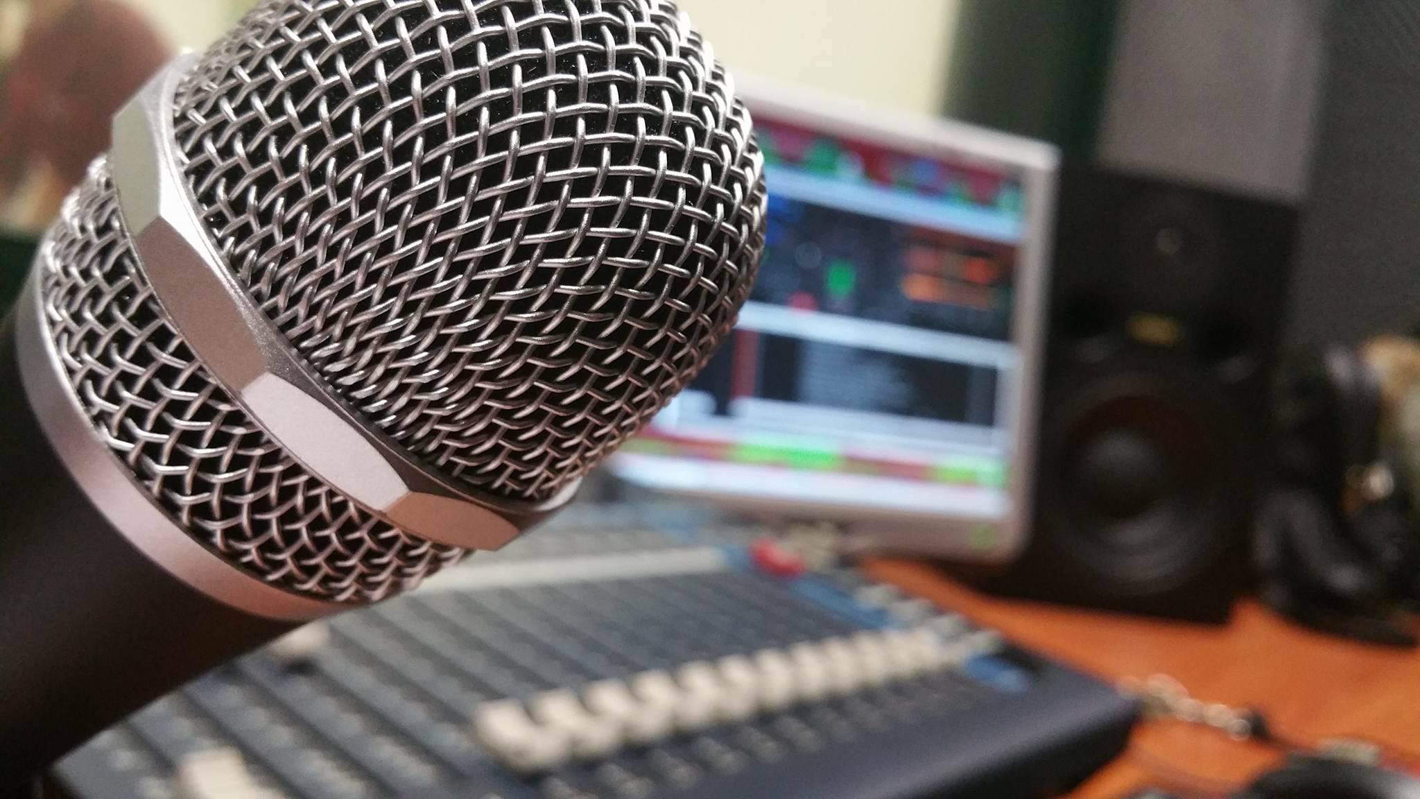 Υλικοτεχνικός εξοπλισμός για διαδικτυακή ραδιοφωνική παραγωγή