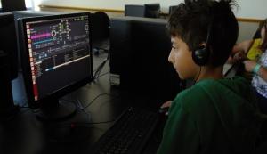 Εκπαιδεύοντας στα λογισμικά για το ραδιόφωνο